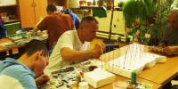Tvorivé dielne k MDŽ - klienti tvoria